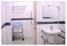 看大圖:15病房-乾溼分離浴廁-1(另開新視窗)