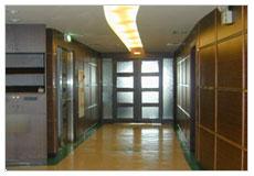 看大圖:進入本部:呼吸照護病房的儀控大門(另開新視窗)