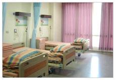 看大圖:15病房-寬敞明亮住房(五人床)(另開新視窗)