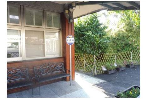 看大圖:日照公車站(戶外休憩區)(另開新視窗)